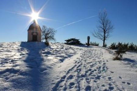 winterlandschaft alter berg donaubergland