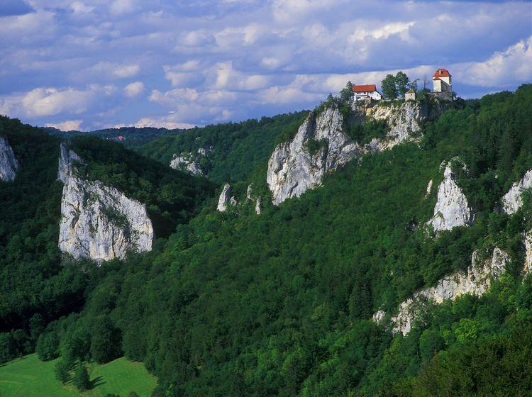 Blick auf Schloss Bronnen im Donautal