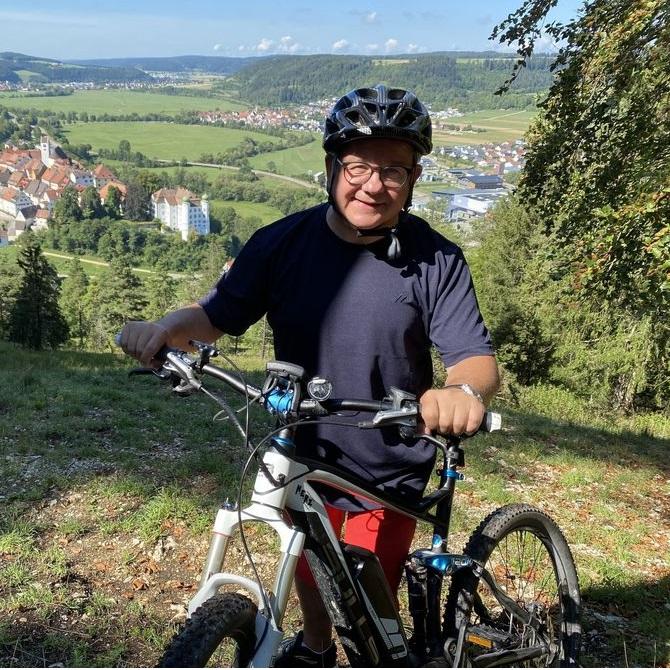 Minister Guido Wolf mit Rad