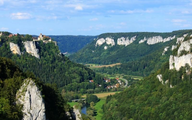 Aussicht vom Eichfelsen im Donautal bei Irndorf ins Tal
